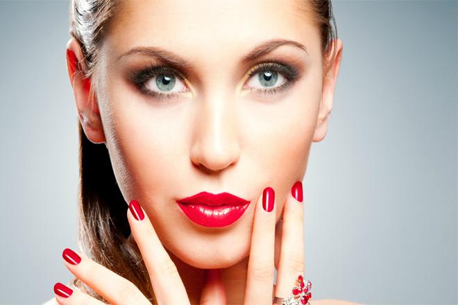 Які поєднання помади та лаку для нігтів на піку популярності?