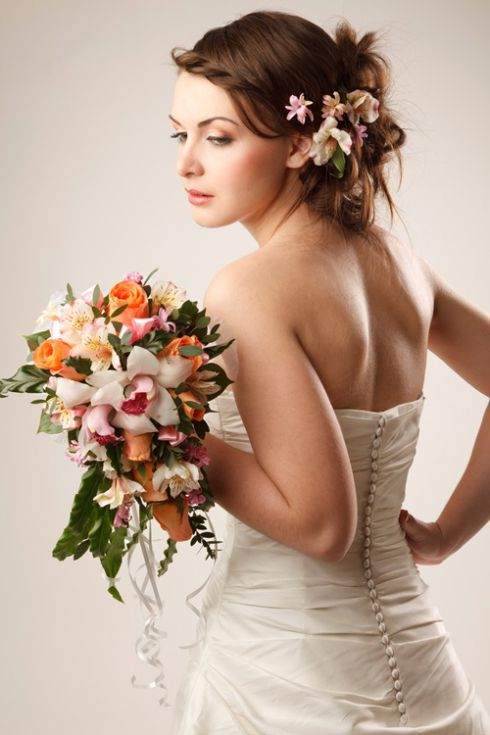 Весільна зачіска і макіяж своїми руками