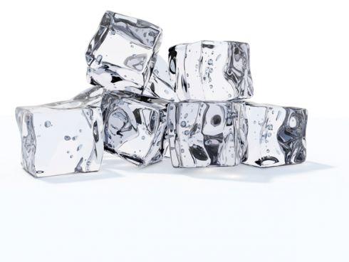 Як погладити одяг за допомогою кубиків льоду [ВІДЕО]