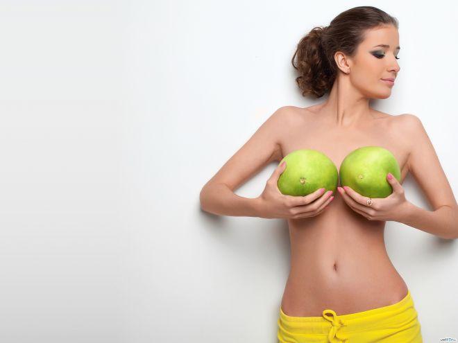 Когда нужно делать замену имплантов груди
