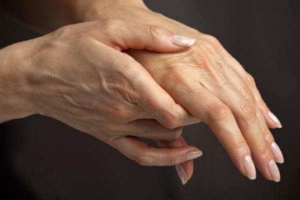Як хрустіння пальцями впливає на здоров'я суглобів