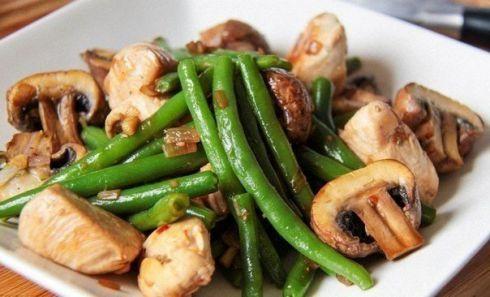 Фасоль с грибами и курочкой