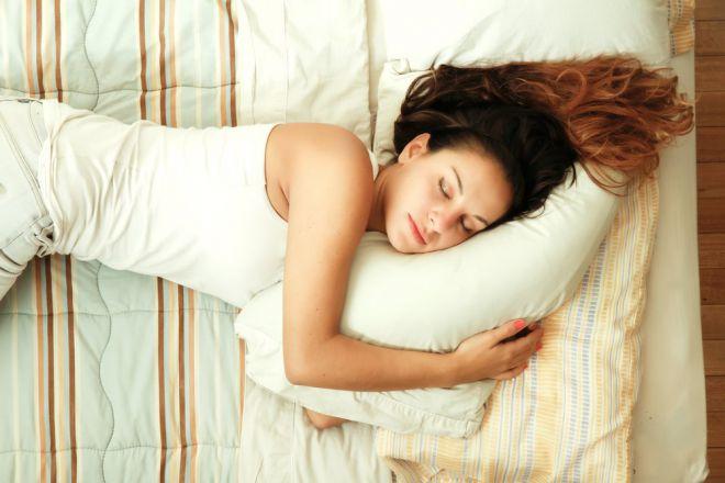 Яка поза найкраща та найбільш корисна для вашого сну