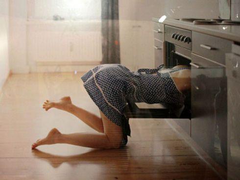 Як легко почистити духовку за допомогою нашатирного спирту?