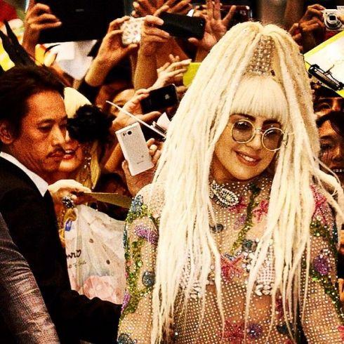 Металлическая Леди Гага приехала в Токио