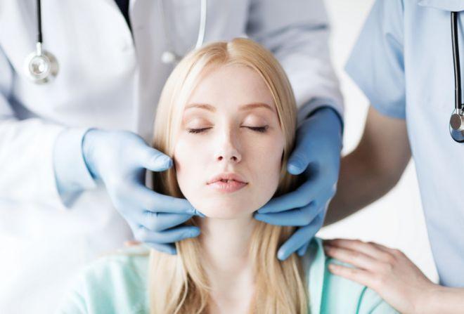 Пластическая хирургия: когда ее помощь необходима