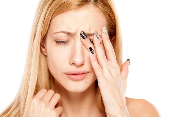 Болять очі від комп'ютера: 5 способів полегшити біль