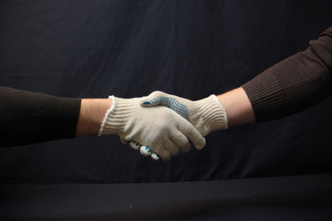Почему выгодно покупать носки и рабочие перчатки оптом?