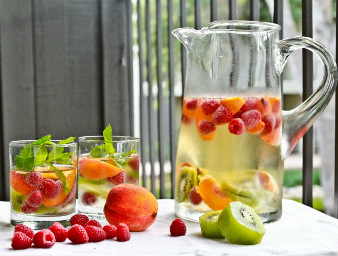 Освіжаючі напої. Що випити у спеку?