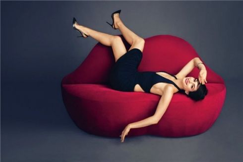 Енн Гетевей прикрасила оголені груди стразами у новій фотосесії для Harper's Bazaar [ФОТО]