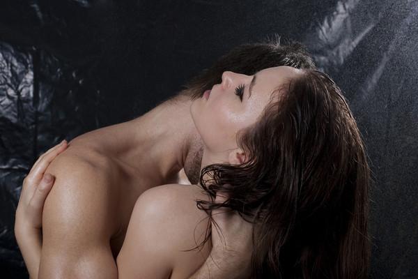 Секс у душі: 5 причин спробувати інтим в незвичайному місці