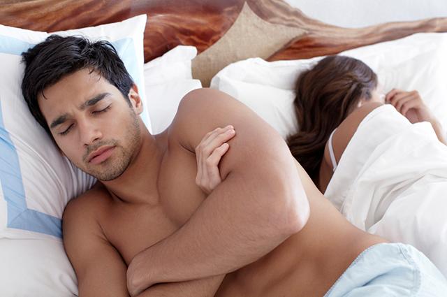 Психологи виявили, що пара чого робити в спальні не варто аби не зруйнувати відносини.