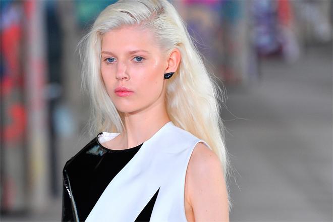 Новий тренд літа-макіяж вух