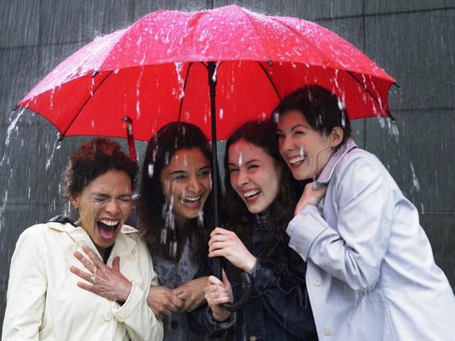 При негоді - модні парасолі
