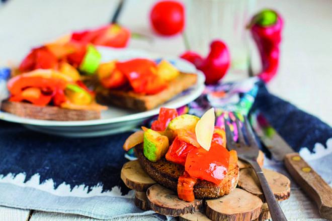 Овочі гриль та моцарелла: смачний та корисний салат