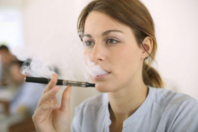 Электронная сигарета поможет бросить курить