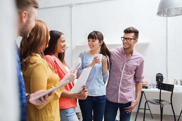 Чому на роботі не потрібно багато розповідати: 5 причин