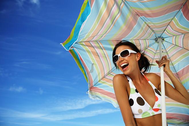 Пляжна мода на купальники за останні 100 років (ВІДЕО)