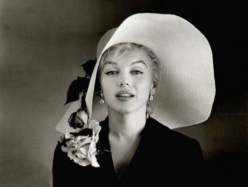 Дама у капелюшку: чарівні осінні аксесуари [ФОТО]