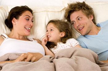 Как отучить ребенка спать с родителями, 5 способов