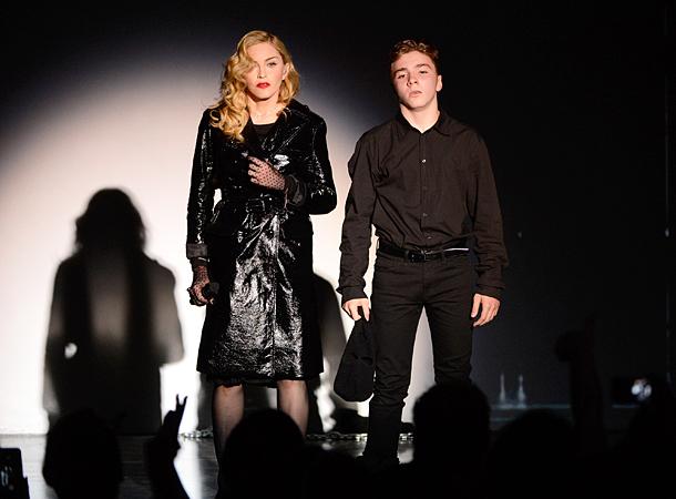 16-річний син Мадонни знову нахамив матері