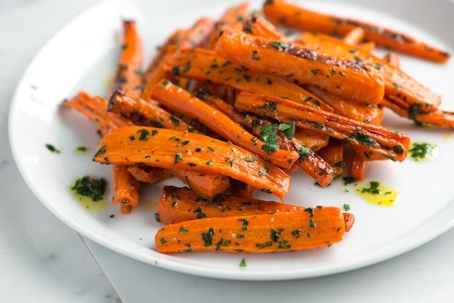 Карамелізована смажена морква з кмином