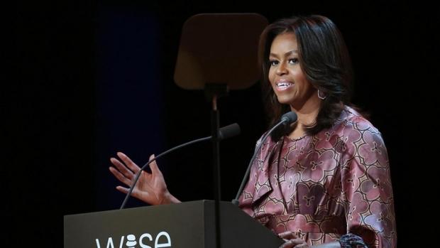 Вдруге у тому ж самому: Мішель Обама вийшла у сукні Dries Van Noten (ФОТО)