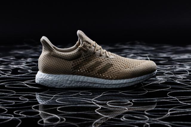 Adidas випустили перші у світі кросівки, які самознищуються (ФОТО)