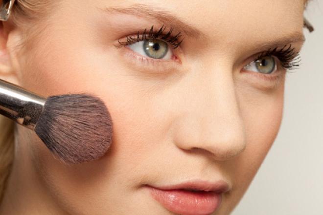 Як наносити макіяж, щоб шкіра не блищала?