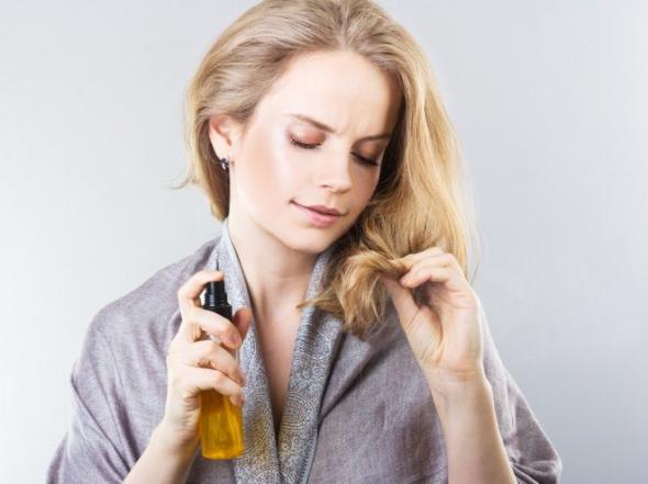 Три домашніх спреї для волосся, які вбережуть його від холодів