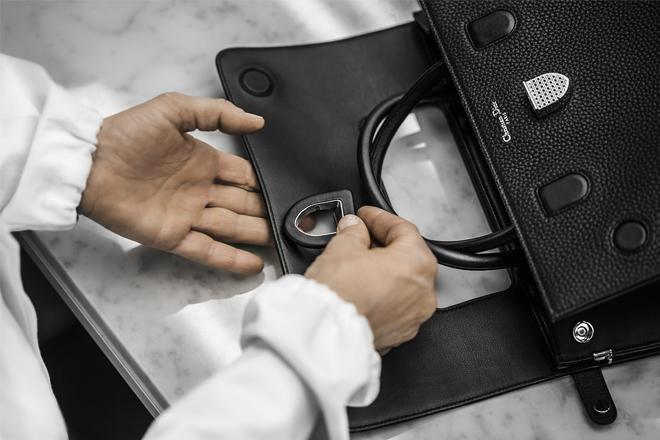 Справжнє диво: як створюються сумки Dior? [ВІДЕО]