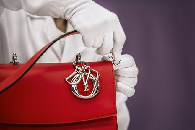 Як насправді створюються сумки Dior?