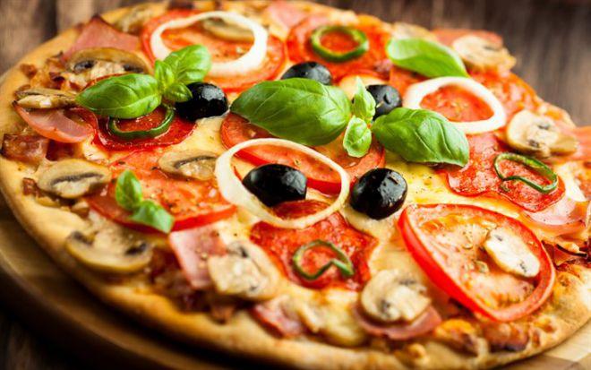 8 продуктів, які не варто їсти, щоб зберегти шкіру молодою