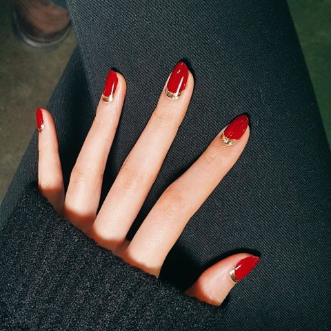 7214_1479981771-elle-red-nails-unistella.jpg (52.94 Kb)