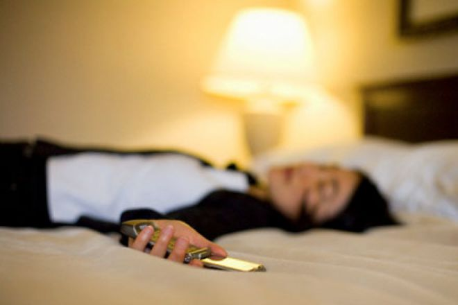 Чому мобільні телефони потрібно наніч вимикати