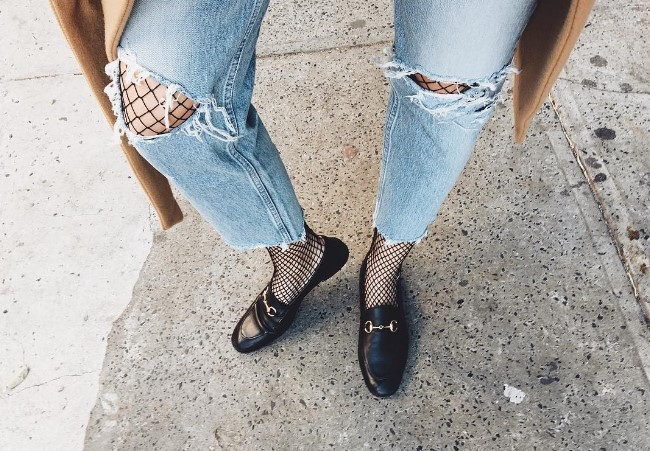 Колготи в сітку під великі джинси: новий тренд моди (ФОТО)