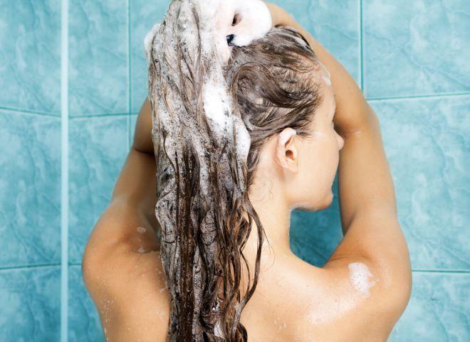 Сухі кінчики і жирне коріння волосся: як доглядати за змішаним типом волосся
