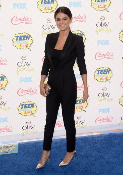 Селена Гомес признана красавицей года на церемонии Teen Choice Awards