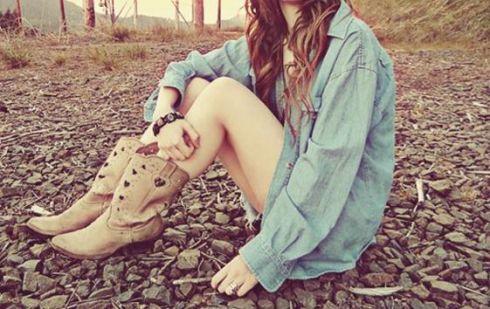 Стильний весняний тренд: ковбойські чоботи
