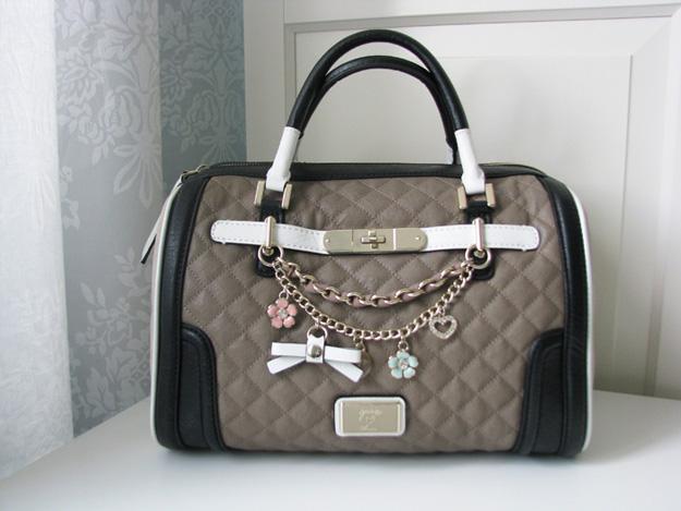 Как быстро почистить сумочку, чтобы не испортить ее вид