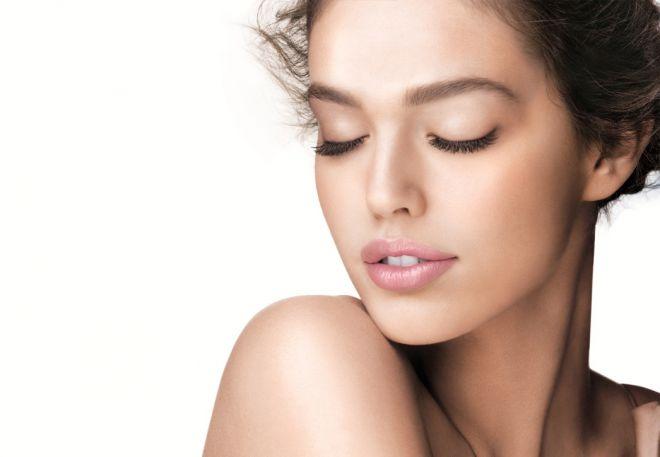 Як правильно наносити тональний крем: 5 порад від професійних стилістів