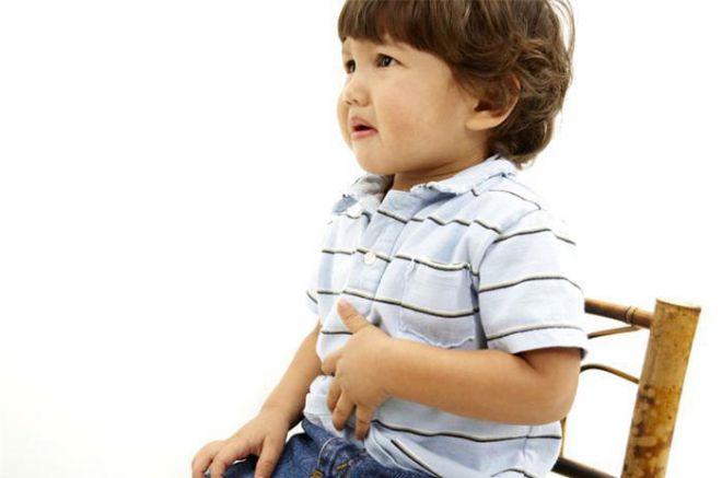 Правильне промивання шлунку дитині