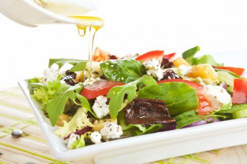 Найсмачніші домашні соуси для салатів