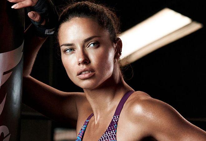 Адріана Ліма мотивує дівчат до спортзалу (ВІДЕО)