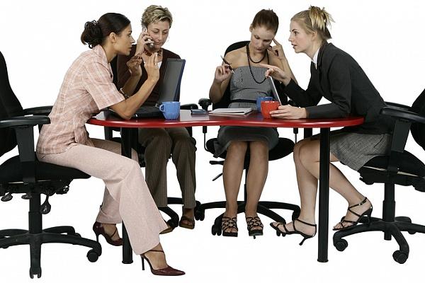 Балакучі колеги: як змусити їх не заважати працювати