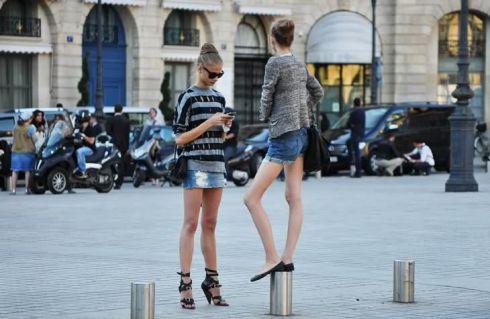 Як зробити міні-спідницю зі старих джинсів [ФОТО]
