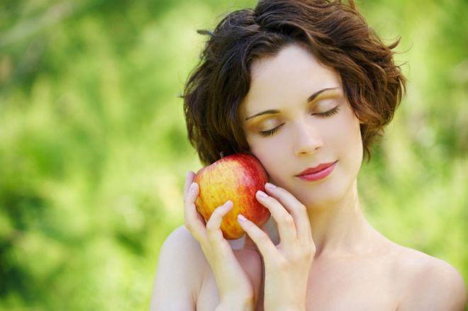 5 домашніх продуктів, які допоможуть звузити пори на обличчі