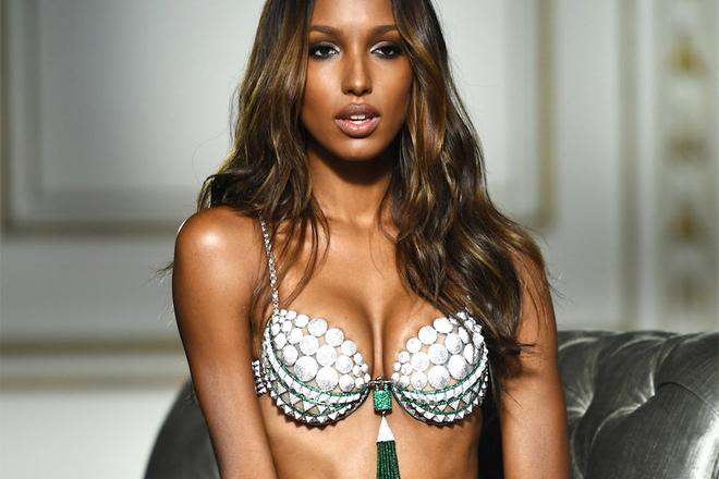 Топ-модель Victoria`s Secret показала неідеальне тіло з розтяжками [ФОТО]