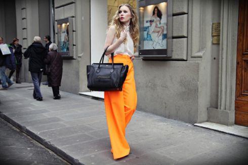 Мода 2015  в тренді брюки-кльош  46de1bf77cdc1