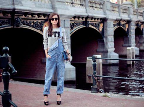 Стильний тренд: джинсові комбінезони